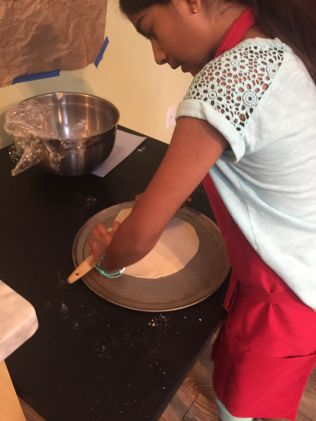 Jeeya Making Pizza